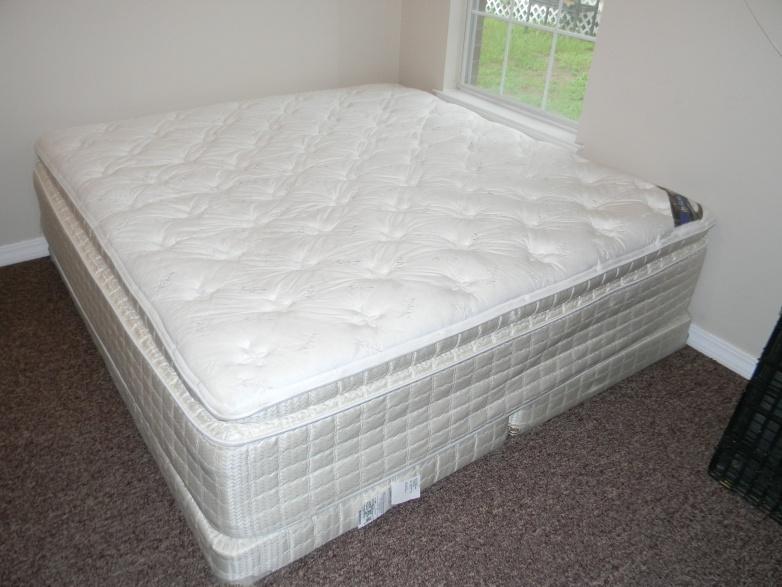 King Serta Pillow Top Mattress Set 0 004 Jpg