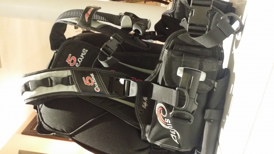 AERIS OCEANS 5 back inflate BC size large - Pensacola ...