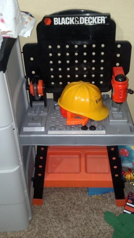 black and decker kids tool bench-2012-08-02_12-17-21_69-jpg