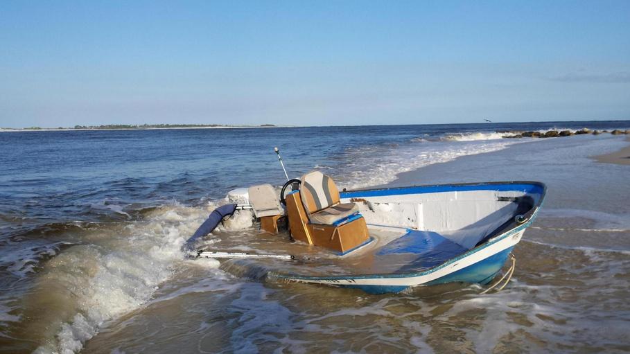 capsized boat ft mcree-20150505_181021_1430868416453-jpg