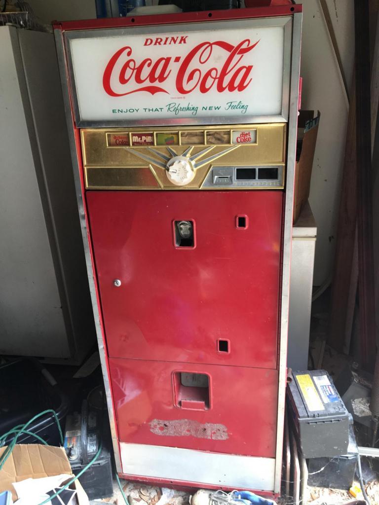 Old coke machine -284121b6-90ab-411b-b411-44eaa9d864af_1570814078445-jpg