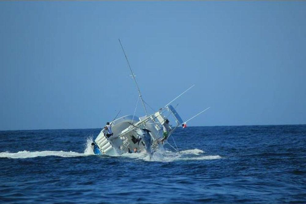 Boat sinks with marlin on the line-774209_10152450718500506_2064875322_o-jpg