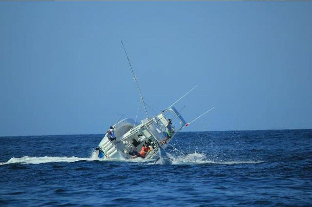 Boat sinks with marlin on the line-774334_10152450718795506_2126412499_o-jpg