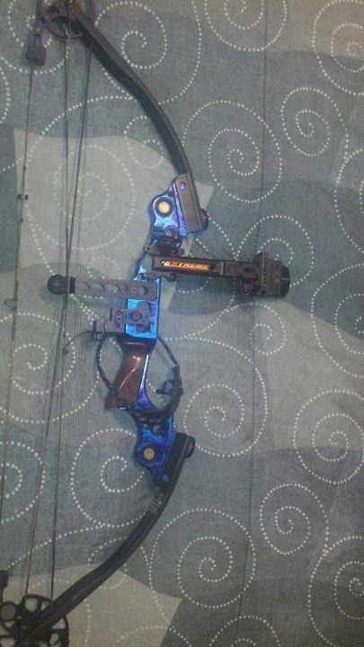 Mathews Mustang blueberry bow-840_3794536512324_178690578_n-jpg