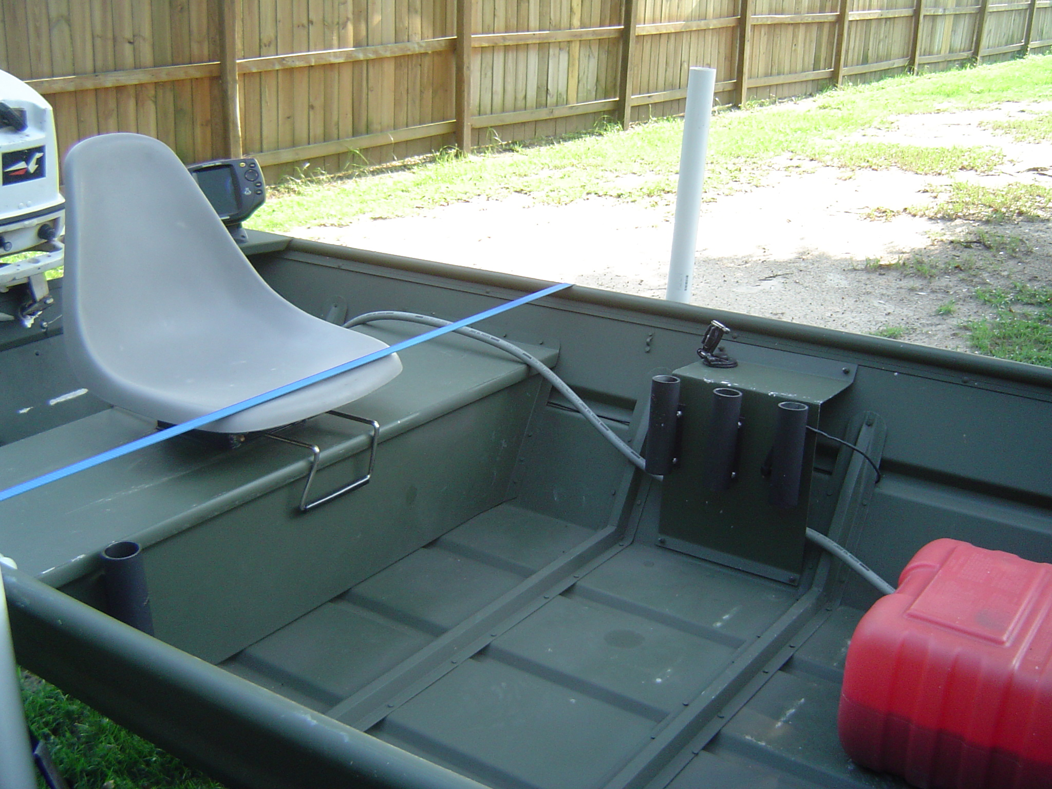 2007 14ft alumacraft jon boat w 25hp johnson pensacola for Fish finder for jon boat