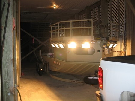 lookin for a good designed of a rail on the bow-flounderboat-jpg