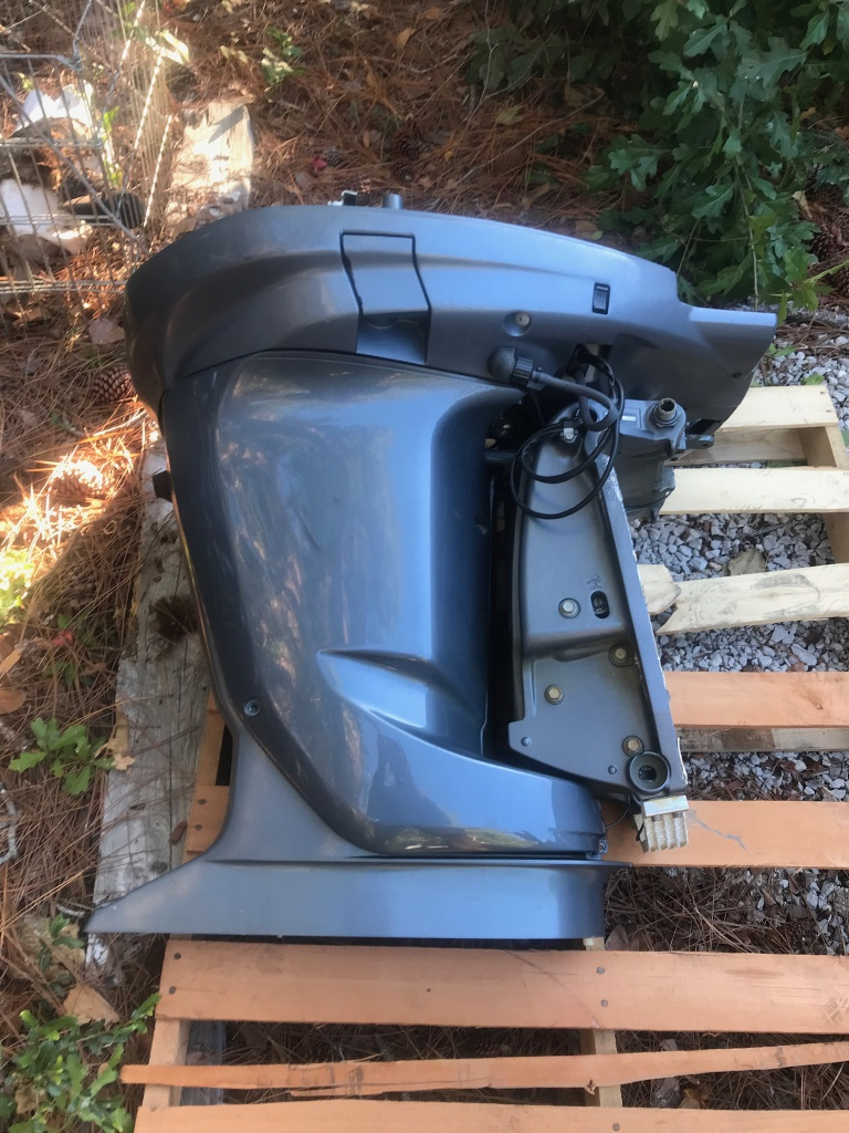 2005 Yamaha 225 MidSection with Trim Tilt Assembly
