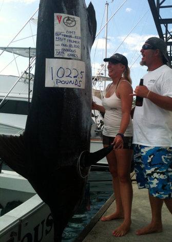 HI woman just misses record half-ton marlin catch-marlin-jpg
