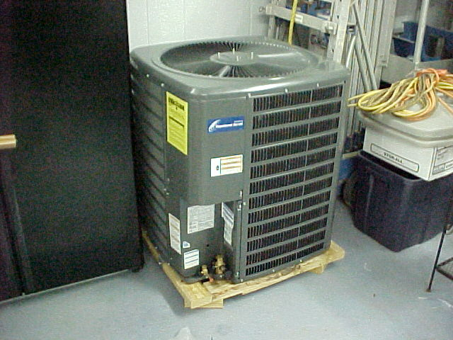 NEW (full charged R22) Goodman 3 1/2 ton 13 seer outside