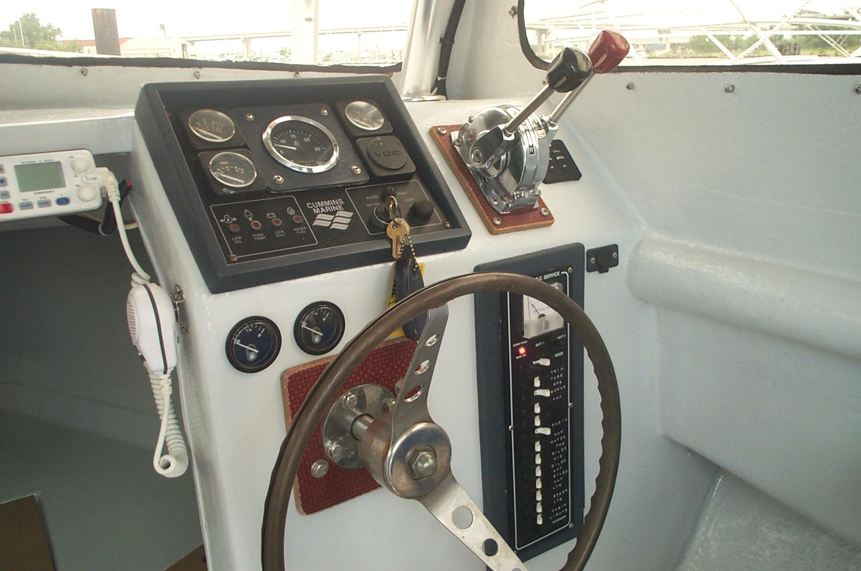 25' Kencraft Buxton Pilot House/Cummins Diesel/Tuna Tower w/ Controls-picture-021-jpg